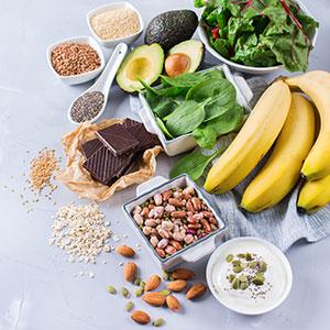 Obst, Gemüse und Nüsse.